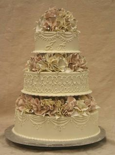 this is a very elegant wedding cake!