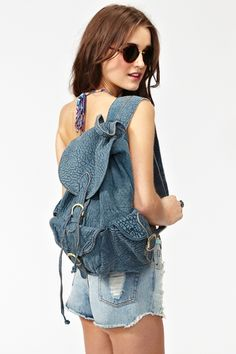 Rad textured blue leather backpack featuring a front flap with buckled strap detailing and a drawstring closure. Front and side buckled pockets, adjustable back straps. Fully lined interior with zip pocket. Looks super cute paired with a crop tank and cutoffs! By 7 Chi.