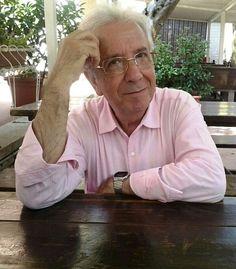 """Paolo Frescura, nato a Grottole (MT) il 21 ottobre 1951, ha conseguito il diploma di Maturità Magistrale presso l'Istituto Magistrale """"Emanuele Gianturco"""" di Potenza e, successivamente, la laurea in Materie Letterarie presso l'Università degli Studi di Bari. Ha fatto parte del gruppo dei formatori dell'I.R.R.S.A.E. Basilicata e ha tenuto corsi d'aggiornamento per docenti in alcune scuole della provincia di Matera.  Al suo secondo lavoro letterario."""