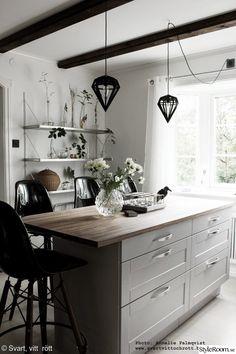 Office Interior Design, Kitchen Interior, Interior Design Living Room, Kitchen Decor, Scandinavian Kitchen, Dining Room Lighting, Beautiful Kitchens, Country Kitchen, Home Kitchens