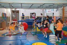 Observando las actividades diarias que se llevan a cabo en cualquier escuela, incluidas las infantiles, es obvio que en la mayoría de ellas se pide a los niños y niñas que permanezcan sentados, qui…