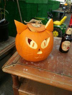 Pumpkin carving Halloween Ideas, Happy Halloween, Halloween Party, Spooky Pumpkin, Pumpkin Carving, Hallows Eve, Fun Ideas, Pumpkins, Competition