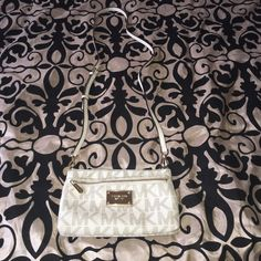 Mk cross body great condition  This is your perfect chic Mk cross body it will fit your 6plus  for sure  Michael Kors Bags Crossbody Bags