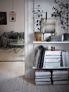 sweet home. Modern scandinavian white monochrome decorate living decorate bookshelf decorating home interior design interior design interior design Source by tasteboykott Scandinavian Interior Design, Home Interior, Decor Interior Design, Interior Decorating, Scandinavian Style, Room Inspiration, Interior Inspiration, Sweet Home, Sweet Sweet