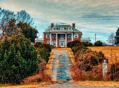 Abandoned mansion in Orange, VA
