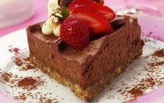 ΠΑΡΕΜΒΑΣΕΙΣ ΣΤΗΝ ΕΠΙΚΑΙΡΟΤΗΤΑ: Τούρτα μους σοκολάτα με βάση μπισκότα πτι μπερ