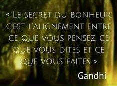 Le secret du bonheur... Positive Mind, Positive Attitude, Wisdom Quotes, Words Quotes, Cute Sentences, Quote Citation, Free Mind, French Quotes, Interesting Quotes