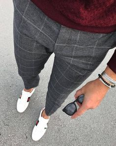 Love these grey checked trousers - Lässige Herrenmode Mens Fashion Blog, Fashion Pants, Men's Fashion, Fashion Sites, Mens Fashion Shoes, Work Fashion, Street Fashion, Fashion Trends, Checked Trousers Outfit