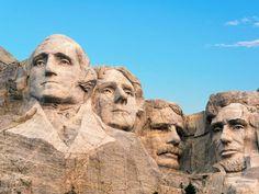O Monte Rushmore localiza-se em Keystone, na Dakota do Sul, Estados Unidos. National Mall, National Parks, Monte Rushmore, Facts About America, Harry Truman, Fireworks Show, John Kennedy, Historical Monuments, Theodore Roosevelt