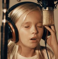 11 Year Old Jadyn Rylee Brings Tears With Original Song. Sweetness exudes from her. Country Music Videos, Country Music Singers, Singing Auditions, Here I Go Again, Original Song, Girls Night Out, Year Old, Drums, The Voice