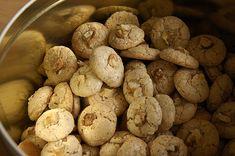 Haselnussmakronen, ein gutes Rezept aus der Kategorie Kekse & Plätzchen. Bewertungen: 46. Durchschnitt: Ø 4,3.