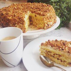 Skal du bake bare en kake i hele ditt liv, må det bli denne. Norwegian Cake Recipe, Norwegian Food, Swedish Recipes, Sweet Recipes, Baking Recipes, Cake Recipes, Sweet Corner, Scandinavian Food, Pudding Desserts