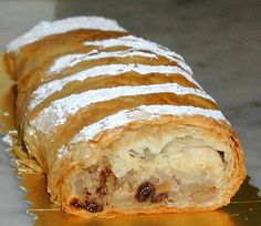 Jednoduchá Štrúdla - Slovakian apple strudel. Speatzle Recipe, Booyah Recipe, Healthy Chicken Recipes, Snack Recipes, Healthy Snacks, Papperdelle Recipes, Kolachi Recipe, Almased Recipes, Langostino Recipes