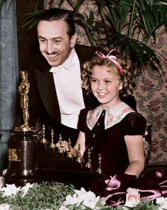 Walt Disney and Shirley Temple. February Walt Disney always got nervous at big events like these, so once Shirley Temple whispered to him not to worry! Walt Disney, Disney Love, Hollywood Stars, Classic Hollywood, Old Hollywood, Shirley Temple, Disney Specials, Walter Elias Disney, Photo Vintage