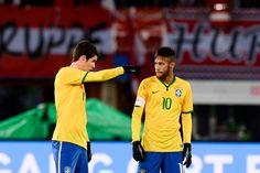 Toujours autant complice sur le terrain . Très bon duo Neymar, Christian, Football, Sports, Tops, Fashion, Soccer, Hs Sports, Moda
