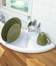 Since I imagine my first home will be small... this would be a good option for the countertop :) Space saving corner drying rack