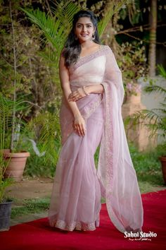 Eesha rebba femalehairstylestrends is part of Bridesmaid saree - Saree Blouse Patterns, Saree Blouse Designs, Dress Designs, Cheongsam, Hanfu, Indian Dresses, Indian Outfits, Bridesmaid Saree, Bridesmaids