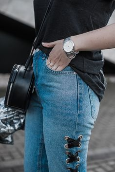 Die schönsten Jeans der Saison Statement Jeans Guide   Julies Dresscode Fashion Blog   Jeans mit Perlen, Jeans mit Patches, Two Tone Jeans, Jeans mit Fransensaum, bestickte Jeans   Fashion Trend, Fashion, OOTD   https://juliesdresscode.de