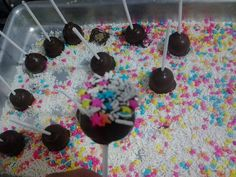Cake pop, aprendi a fazer, falta melhorar a apresentação.