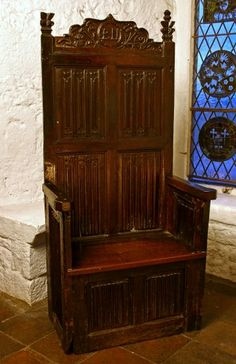 The duke's chair for council meetings. Medieval Furniture, Gothic Furniture, Furniture Styles, Antique Furniture, Renaissance, Medieval Gothic, Medieval Life, Throne Chair, Tudor Style