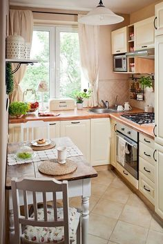 Landhaus-Küche small kitchen set up country style cream color small dining area A guide on how to bu Small Kitchen Set, Cozy Kitchen, Shabby Chic Kitchen, Country Kitchen, New Kitchen, Kitchen Dining, Kitchen Decor, Kitchen Ideas, Scandinavian Kitchen