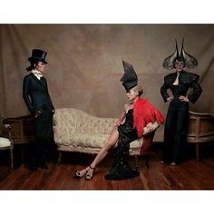 Lady Amanda Harlech Daphne Guinness and Isabella Blow photographed by Diego Uchitel from the book: Philip Treacy by Rizzoli @daphne.guinness @isabella.blow @amandaharlech @rizzolibooks @philiptreacy #philiptreacy by philiptreacy