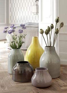 Create a wondrous and aesthetic eye catcher in your home with the Kähler art vase. Let the Botanica series bring charm to the home and carry on a proud Nordic design tradition. Glass Flower Vases, Ceramic Flowers, Ceramic Pottery, Pottery Art, New Shape, Design Vase, Diy Design, Flower Arrangements Simple, Keramik Vase