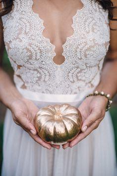 fall wedding, photo by Analisa Joy http://ruffledblog.com/glamorous-thanksgiving-inspiration #gold #weddingideas