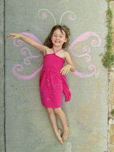 {Kid - sidewalk chalk photo idea} Just have to bookmark for Chalk Fest. Does anyone know the original source?