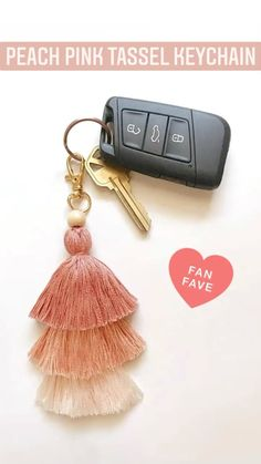 Tassel Keychain, Diy Keychain, Flower Embroidery Designs, Embroidery Jewelry, Cool Keychains, Boho Accessories, Macrame Projects, Macrame Patterns, Resin Jewelry