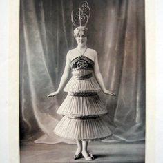 1914 - Paul Poiret costume for 'Le Minaret' in Le Theâtre