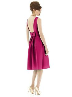 Alfred Sung Style D660 http://www.dessy.com/dresses/bridesmaid/d660/