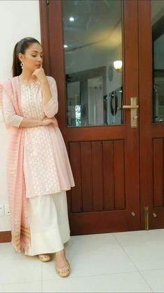 Pakistani Fashion Casual, Pakistani Dresses Casual, Pakistani Dress Design, Indian Dresses, Indian Fashion, Stylish Dresses, Simple Dresses, Nice Dresses, Casual Dresses