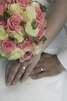 Bröllopsbukett och ringar