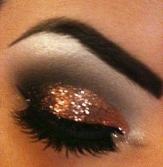 J'adore Fashion: Glittery Eye Make-Up for New Years Eve 2012 Kiss Makeup, Love Makeup, Beauty Makeup, Makeup Looks, Hair Makeup, Hair Beauty, Glam Makeup, Exotic Makeup, Awesome Makeup