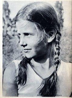Young Bund Deutscher Madel from Das Deutscher magazine April 1936