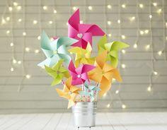 En nuestro Blog... Las mejores ideas para decorar tus fiestas! http://starsandrockets.es/blog/2015/07/decoracion-original-para-bodas-bautizos-y-eventos-varios-molinillos-de-viento/