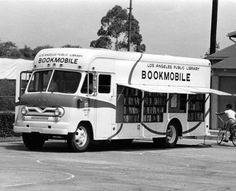 vintage everyday: Amazing Vintage Photos of American Bookmobiles in the Past