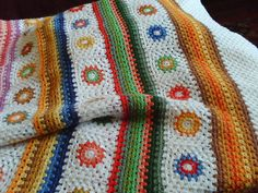Granny squares and granny stripes. no pattern available.I will crochet granny square blocks; then connected with rows of straight crocheting and finally add the edging rows. Crochet Home, Knit Or Crochet, Crochet Crafts, Crochet Projects, Crochet Baby, Grannies Crochet, Crochet Squares, Granny Squares, Crochet Designs