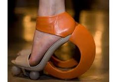 Resultado de imagem para sapatos femininos estranhos