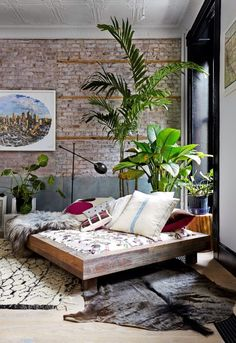 ny times. I love this room, it looks so tranquil, peaceful and chill - just a really nice space to be in. Of course one of my favourite parts is the plants #interior #home #decoration
