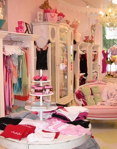 Top pink boutique interior design with faire frou frou boutique store interior pink Boutique Interior Design, Boutique Decor, Boutique Stores, Boutique Ideas, Boutique Clothing, Style Boudoir, Clothing Displays, Decoration Design, Shop Interiors