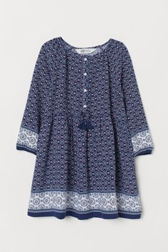 Tunic in airy, patterned, woven cotton fabric. Kids Dress Wear, Party Wear Dresses, Baby Dresses, Kurta Designs Women, Kurti Neck Designs, Dw Shop, Simple Pakistani Dresses, Stylish Dresses For Girls, Baby Frocks Designs