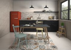 Kithen with vintage floor tiles and fridge Tile Suppliers, Leroy Merlin, Interiores Design, Dining Bench, Tile Floor, Interior Decorating, New Homes, Flooring, Architecture
