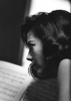 """A E L L A - nateliewood: """" Natalie Wood during rehearsals on the set of West Side Story, photographed by Ernst Haas, """" Natalie Wood, Old Hollywood Glamour, Vintage Hollywood, Classic Hollywood, Hollywood Life, Robert Redford, Steve Mcqueen, Miracle On 34th Street, Russian American"""