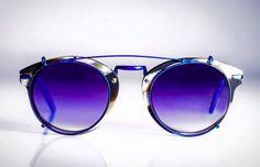RVS eyewear apresentou sua linha deóculos de sol para 2016. Muitos modelos redondos, pontes duplas e lentes coloridas. Uma coleção com feeling de tendência Eyewear, Clip On Sunglasses, Bridges, Line, Templates, Trends, Eyeglasses, Sunglasses, Eye Glasses