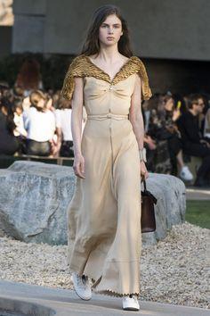 Inspiración Klaleesi en Chez Agnes -> http://chezagnes.blogspot.com/2016/05/moda-fuera-de-serie-modern-khaleesi.html #GameofThrones #Got #JuegodeTronos #JdT #Khaleesi #Fashion #moda  Daenerys Targaryen - Louis Vuitton Resort Spring/Summer 2016