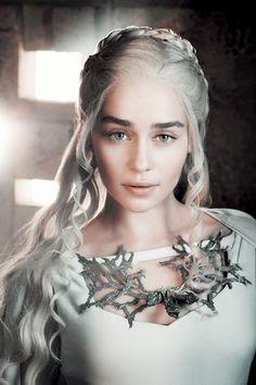 Entertainment Weekly Promotional Photos of Emilia Clarke as Daenerys Targaryen