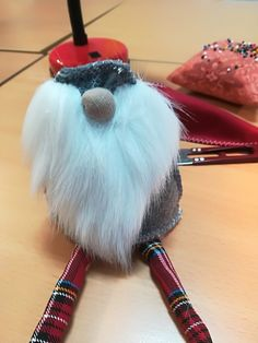 Tutorial -Skrzat świąteczny – krok po kroku – Złoty Naparstek – Kursy Szycia Christmas Gnome, Christmas Crafts, Christmas Decorations, Gnome Tutorial, Natural Christmas, Snowman Crafts, Felt Art, Diy And Crafts, Sewing Patterns