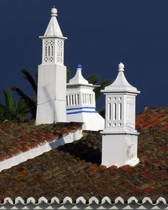 Portuguese decorative chimneys- look at the intricate detail on something at least 30 or 40 feet up in the air- the birds applaud the effort Algarve, Great Places, Places To Go, Architecture Details, Vernacular Architecture, Wine Tourism, Portuguese Culture, Spain And Portugal, Moorish